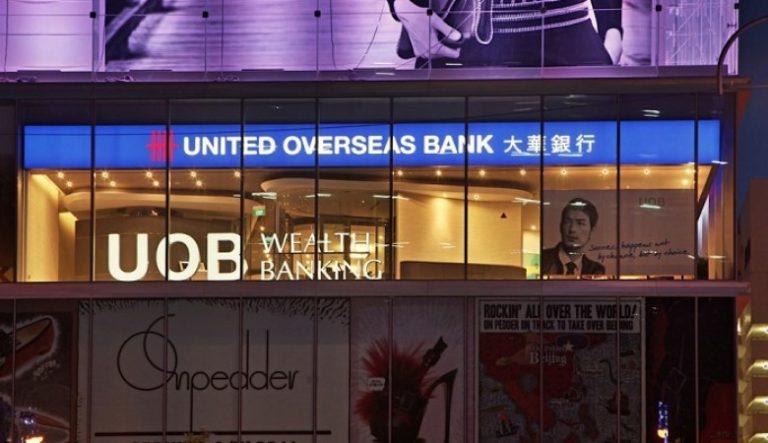 Jön a Mastercard és a UOB közös, metál üzleti bankkártyája